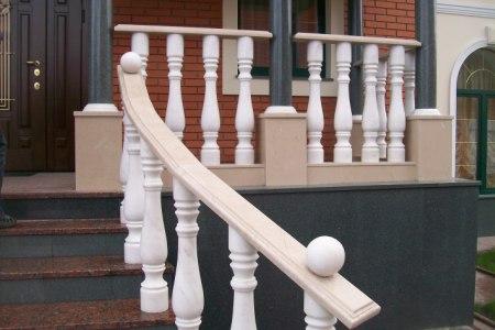 Купить деревянные резные столбы для лестницы - цена, фото